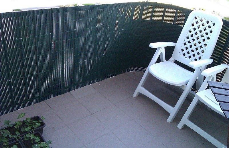 BAMBOO MAT ZELENÁ - inštalácia na balkóne